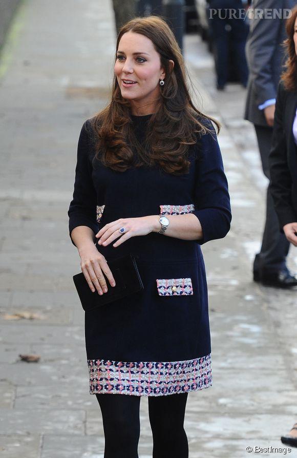 L'une des dernières apparitions de Kate Middleton avant ses vacances dans l'Île Moustique, lors d'une visite à l'école Barbly de Londres le 15 janvier 2015.