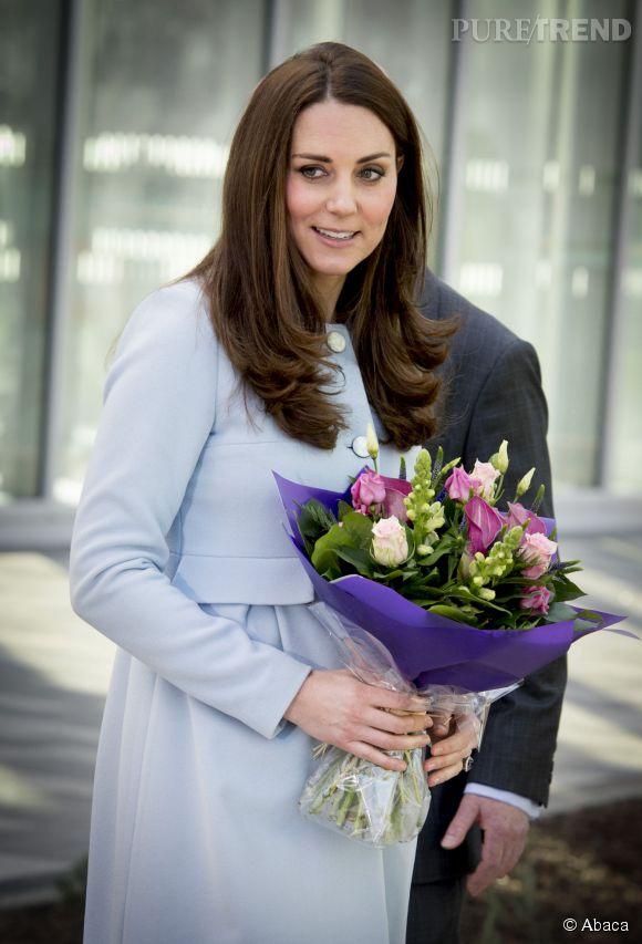 Kate Middleton attend-elle une petite fille ? Selon une source, le couple connaîtrait déjà le sexe de leur bébé et il s'agirait d'une petite fille.