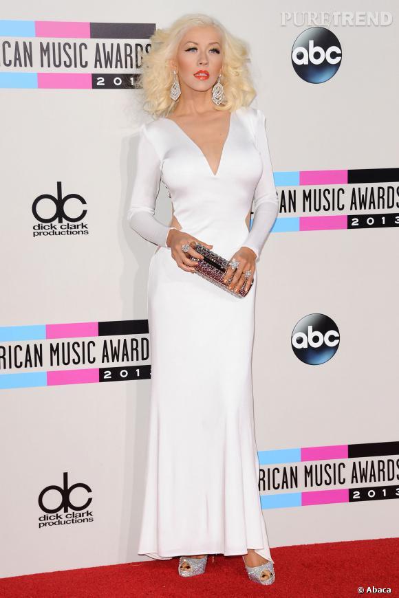 Christina Aguilera dans sa robe blanche.