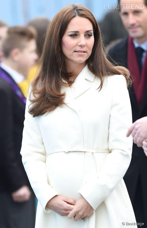 La duchesse de Cambridge a fait sa première apparition en public après trois semaines d'absence.