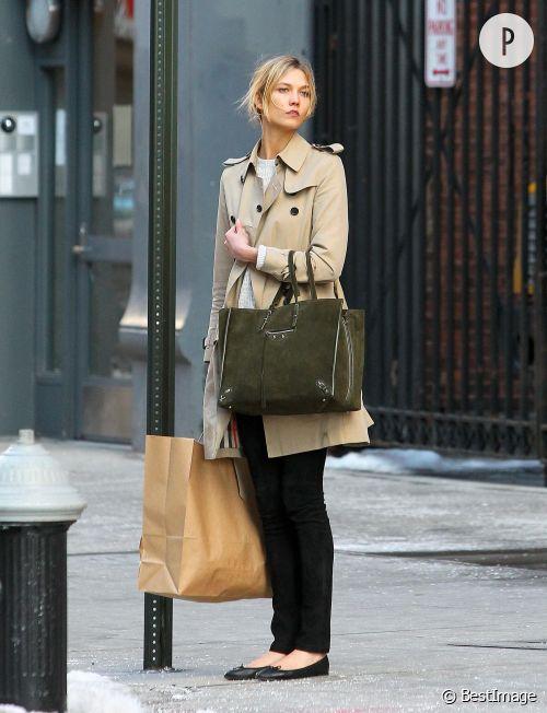 Karlie Kloss : son look à shopper.