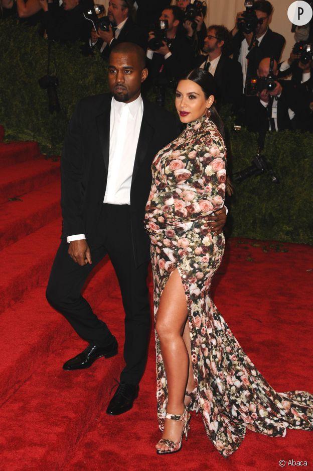 Kim Kardashian dans sa robe fleurie au MET Ball 2013.
