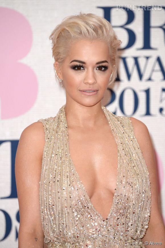 Rita Ora sur le red carpet des Brit Awards 2015 à Londres le 25 février 2015.
