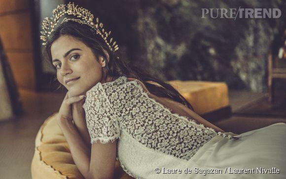 Collection Laure de Sagazan : une robe de mariée bohème et dos nu. Prix sur demande.