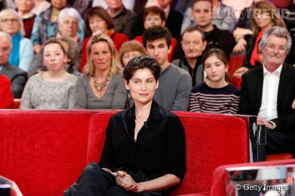 """Laetitia Casta sur le plateau de """"Vivement dimanche"""" le 25 février 2015."""