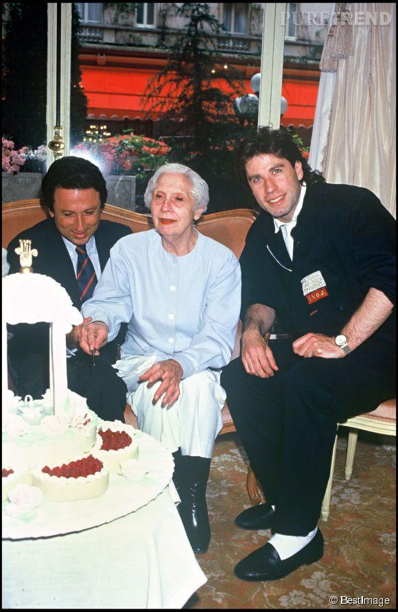 Arletty fête ses 89 ans avec Michel Drucker et John Travolta.