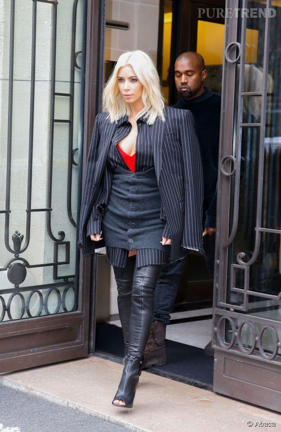 Kim Kardashian a osé un look plutôt étonnante dans les rues de Paris.