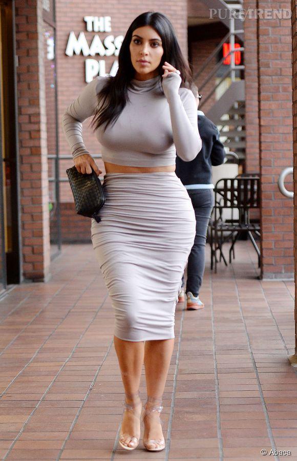 Kim Kardashian ne jure que par sa gaine.