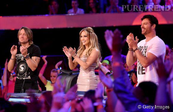 """Jennifer Lopez sur le plateau d'""""American Idol"""" le 25 mars 2015."""