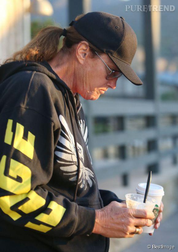Bruce Jenner aurait subi une mammoplastie ces jours derniers... Au grand désarroi de Kris Jenner, son ex-femme.