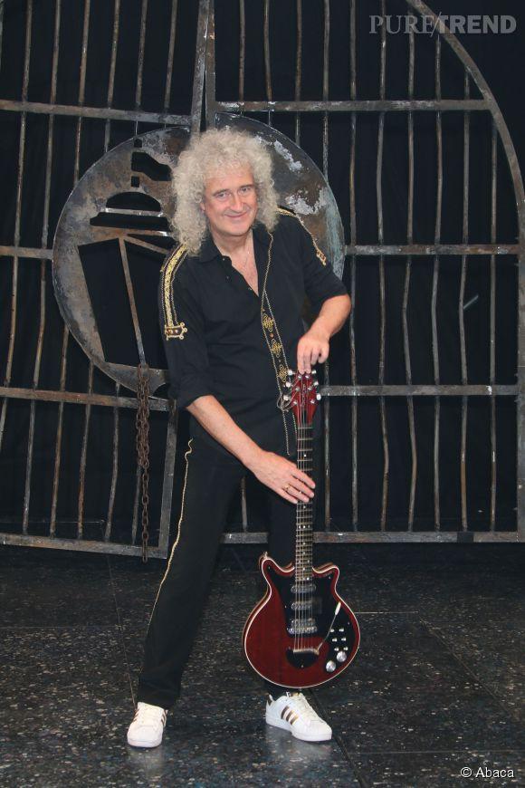 Brian May sur scène, le guitariste n'a rien perdu de sa superbe !