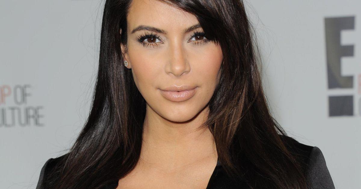 Kim kardashian vient de se faire nettoyer l 39 ut rus - Comment faire le maquillage de kim kardashian ...