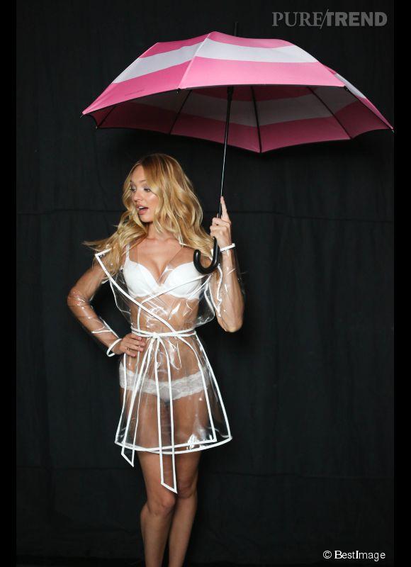 Candice Swanepoel sous son umbrella pour Victoria's Secret.