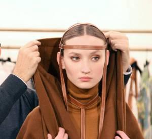 Jean Paul Gaultier avec une création de sa première collection Hermès (2004).