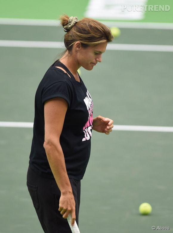 Amélie Mauresmo, une future maman sportive, encore et toujours sur les cours.