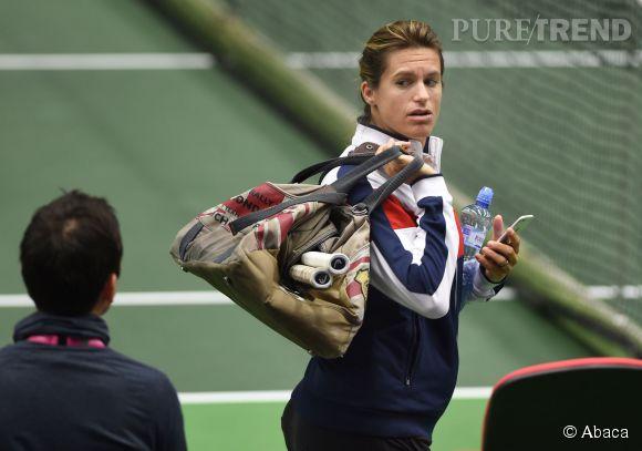 Amélie Mauresmo, bientôt maman mais toujours sportive. Elle coache l'équipe de France pour la demi-finale de la Fed Cup en République Tchèque, ces 18 et 19 avril 2015.