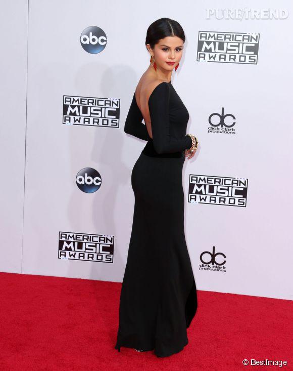 Selena Gomez lors des American Music Awards en novembre 2014. Elle avaut encore un corps très fin.