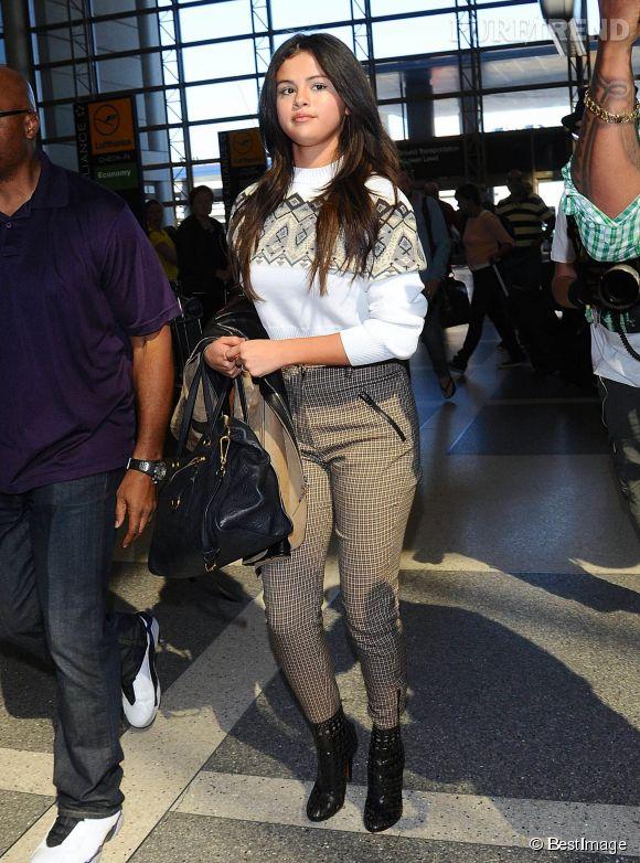 Selena Gomez arbore des rondeurs qu'elle n'avait jamais eues et se fait copieusement moquer sur la Toile.