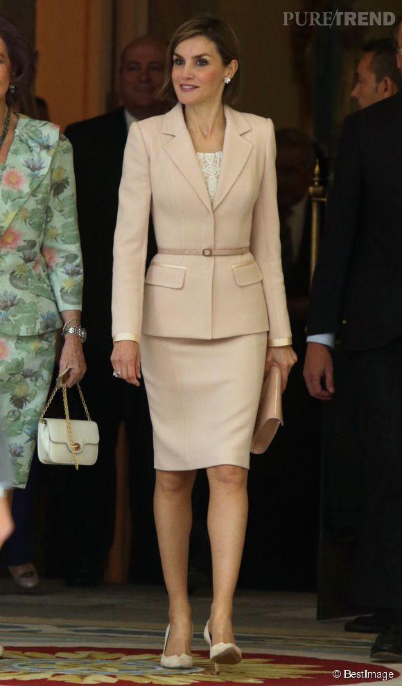 Letizia Ortiz, éblouissante dans un tailleur poudré, à Madrid, ce 29 avril 2015.