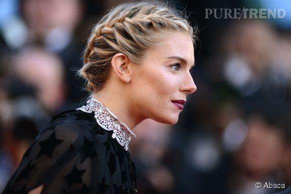 Sienna Miller, romantique avec une couronne de tresses.