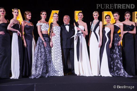 """Fawaz Gruosi le président de de Grisogono entouré de ses mannequins lors de la soirée """"Divine in Cannes"""" le 19 mai 2015 à Cannes."""