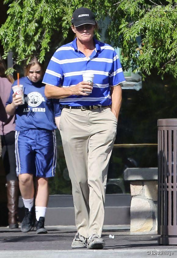 Bruce Jenner met toujours de vêtements de mecs,mais plus pour longtemps. Il va enfin pouvoir montrer qui il est vraiment à la Une de Vanity Fair!