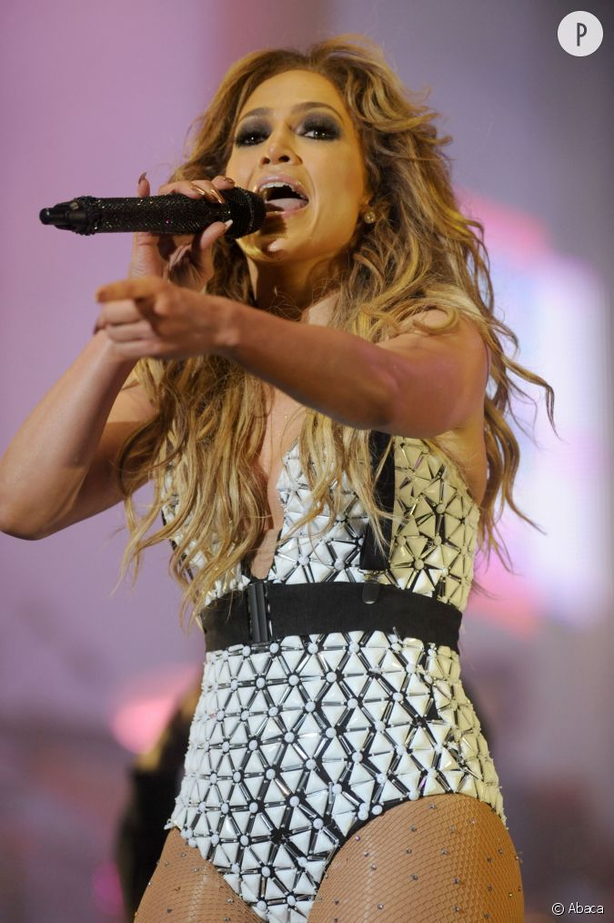 jennifer lopez tenue sexy pour sa prestation au festival mawazine. Black Bedroom Furniture Sets. Home Design Ideas