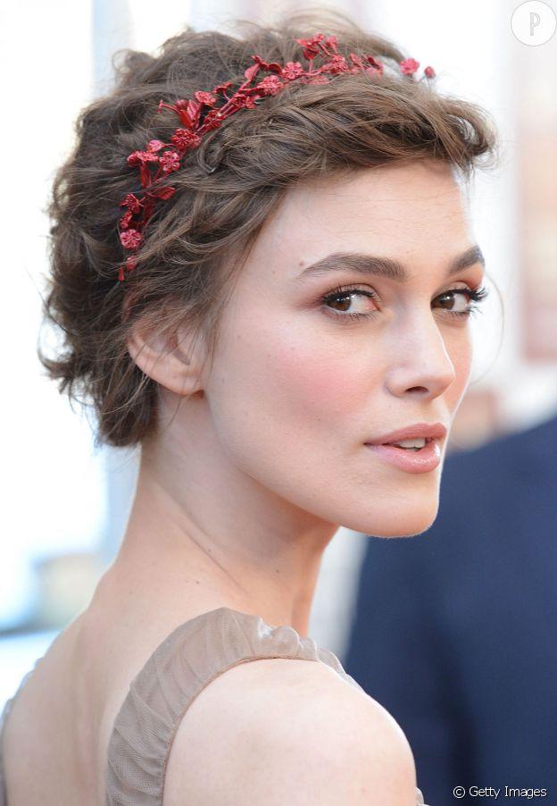 Fabuleux Invitée à un mariage : 5 idées de coiffures pour cheveux courts VM47