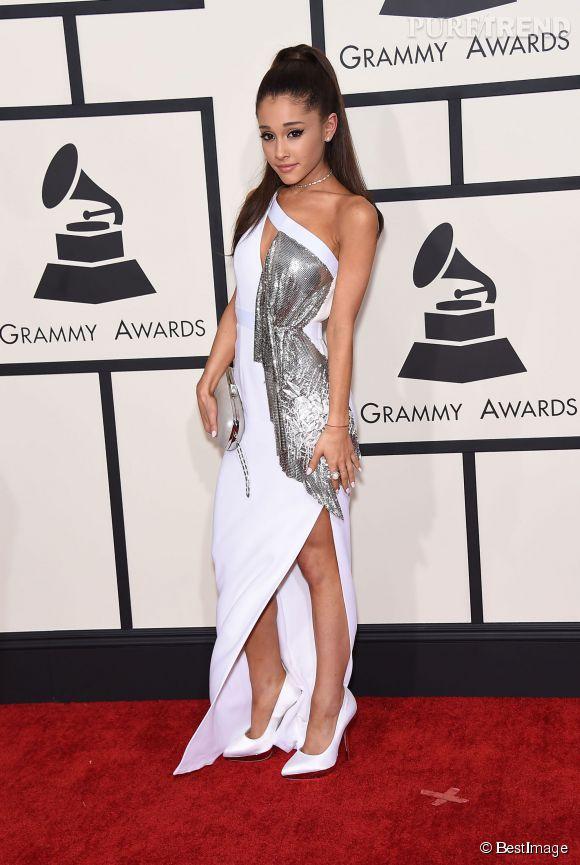 Ariana Grande sur le tapis rouge des Grammy Awards à Los Angeles le 8 février 2015.
