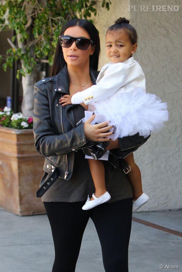 Kim Kardashian emmène sa fille North à son cours de danse à Los Angeles, le 28 mai 2015.