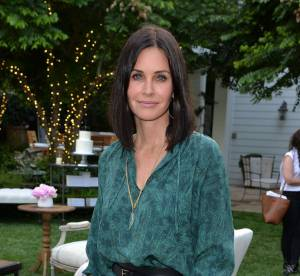 Courteney Cox canon en petite robe émeraude... On copie son look
