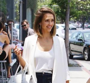 Jessica Alba : son look 70's chic à shopper !