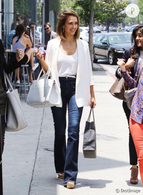 Lorsque Jessica Alba fait du shopping, c'est toujours avec élégance et classe.