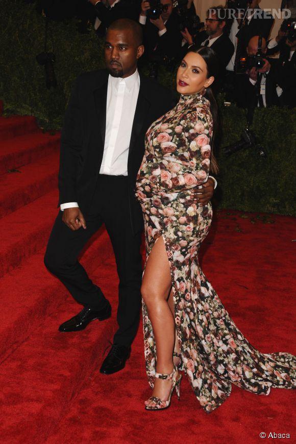 Robe et escarpins fleuris sur le red carpet avec son mari Kanye West.