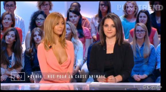 """Zahia, venue parler de sa campagne pro-végétarienne pour la PETA, arborait un décolleté vertigineux sur le plateau du """"Grand Journal"""" de Canal+."""