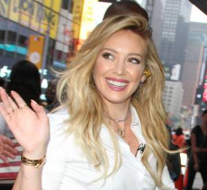 Hilary Duff sort le mini short pour la promo de son nouvel album