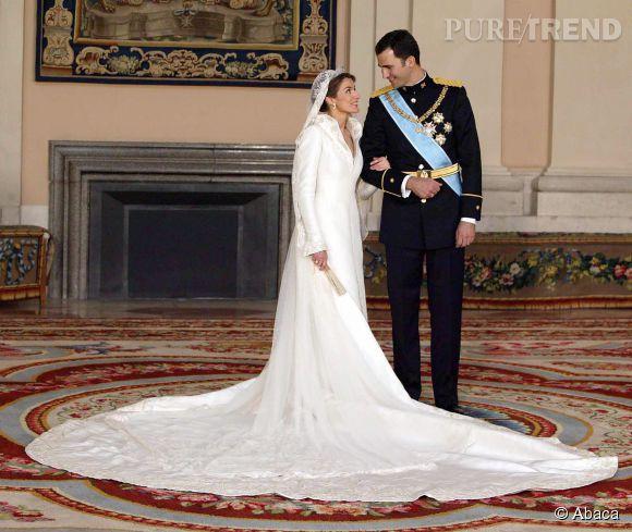Letizia Ortiz épouse le 22 mai 2015 la prince Felipe de Bourbon. En 2014, elle devient reine d'Espagne après l'abdication de son beau-père.