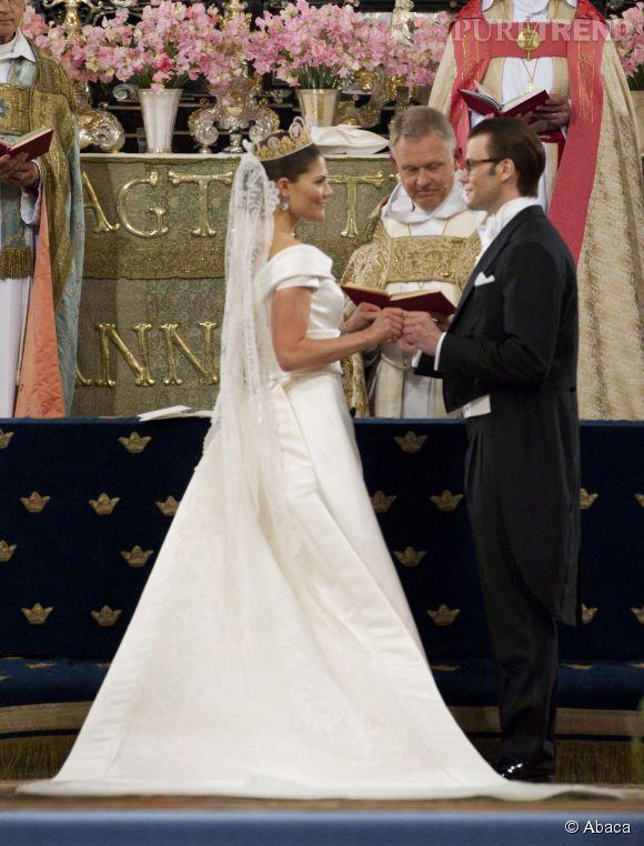 Victoria de Suède épouse Daniel Westling, son professeur particulier de fitness, le 19 juin 2010. Par son mariage, il devient le prince Daniel.