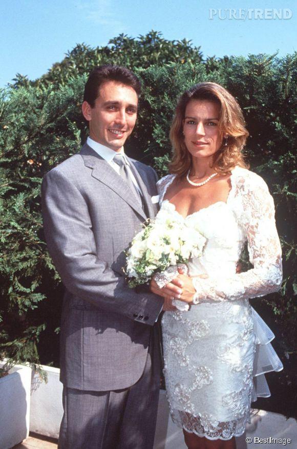 Le 1er juillet 1995, Stéphanie de Monaco se marie à son ancien garde du corps, Daniel Ducruet. Une union qui ne durera pas très longtemps. Le 4 octobre, le couple divorce après les révélations sur l'infidélité de Daniel Ducruet. Le couple a eu deux enfants ensemble, nés hors mariage, Louis et Pauline.