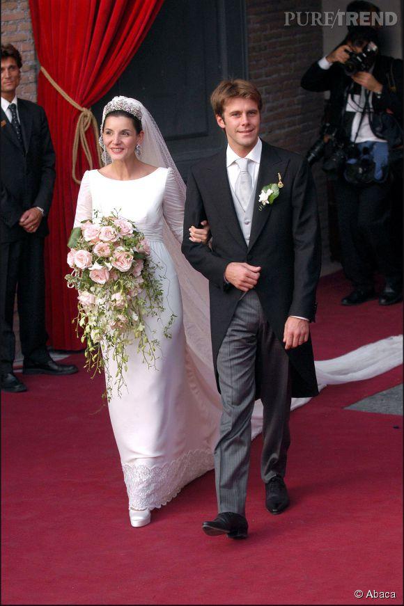 Actrice française, Clotilde Courau se marie, le 25 septembre 2003, à Emmanuel-Philibert de Savoie. Ensemble, le couple a deux filles, Vittoria et Luisa.