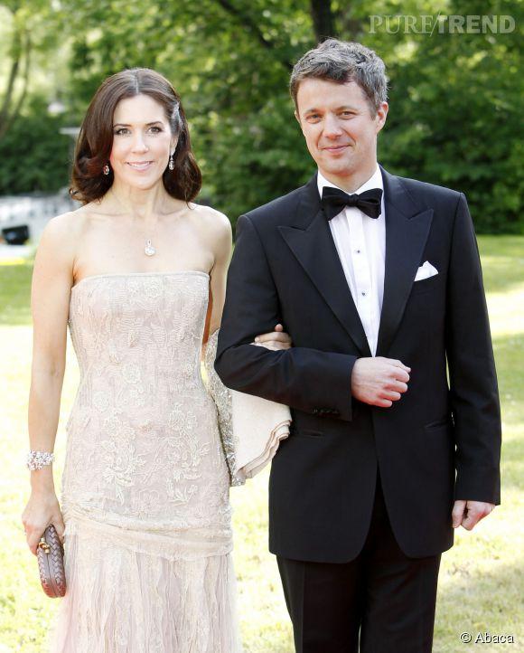 Mary Donaldson d'origine Australienne épouse, en 2004, le prince héritier Frederik de Danemark. Par son mariage, elle a dû abandonner ses doubles nationalités australienne et britannique.