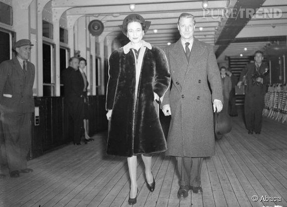 Edouard VIII, roi du Royaume-Uni du 20 janvier au 11 décembre 1936, épouse l'américaine Wallis Simpson, le 3 juin 1937, en France. Pour se marier avec cette femme divorcée deux fois, il dû renoncer au trône britannique et abdiqua, seulement dix mois après avoir accédé au trône.