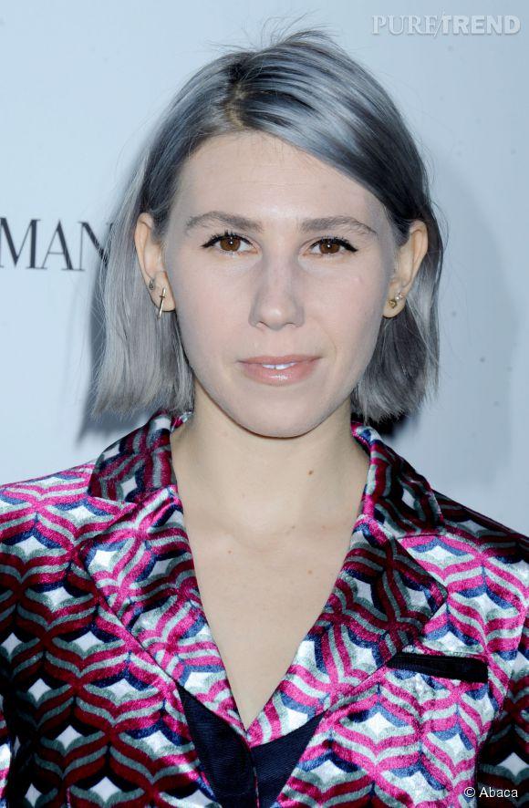"""Zosia Mamet de la série """"Girls"""" ose le gris comme coloration cheveux et affiche un carré très pointu aux nuances pastel !"""