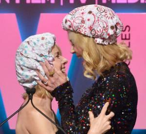 Nicole Kidman se lâche et embrasse Naomi Watts sur scène