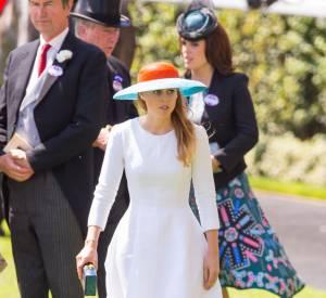 Beatrice est apparue amincie dans une sublime robe blanche.