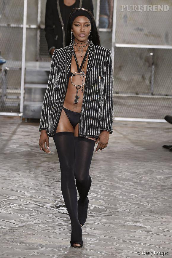 Naomi Campbell à peine couverte au défilé Givenchy homme Printemps-Été 2016.