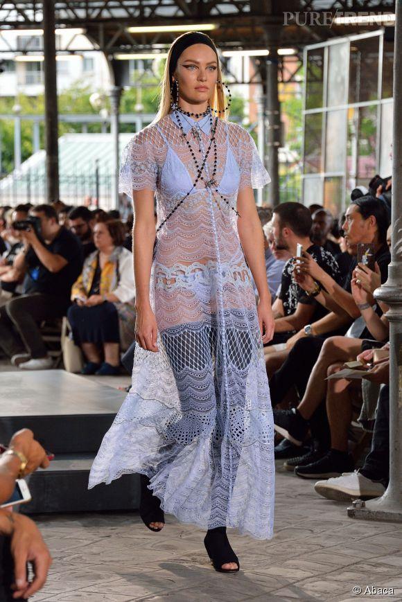 Candice Swanepoel en toute transparence au défilé Givenchy homme Printemps-Été 2016.