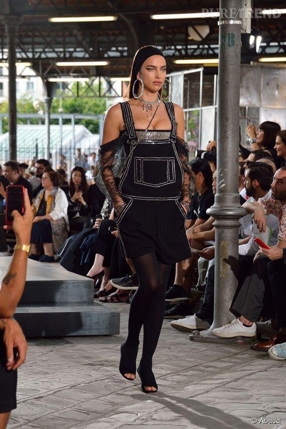 Irina Shayk toujours très sexy au défilé Givenchy homme Printemps-Été 2016.
