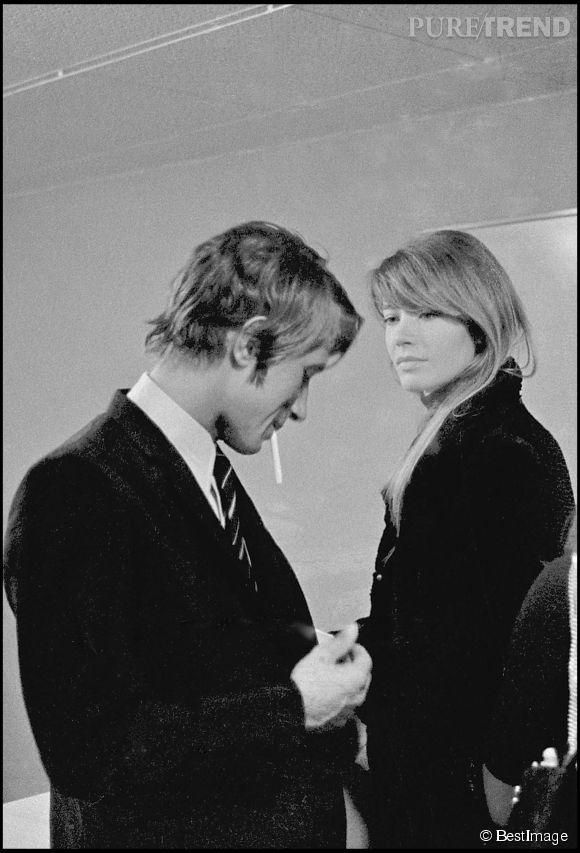 """Jacques Dutronc et Françoise Hardy sur le plateau de l'émission """"Le palmarès des chansons"""" en 1967, l'année de leur rencontre."""