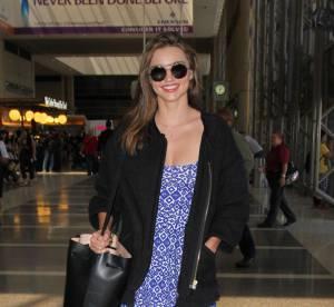 Miranda Kerr : petite robe et baskets, le duo gagnant de l'été... A shopper !